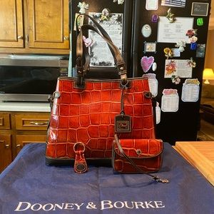 DB Cognac Croc Emboss Leather Tote & Accs & Cover